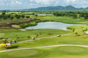 golf-course-water